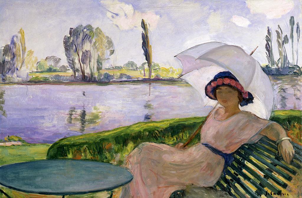 Les Andelys, jeune femme à l'ombrelle au bord de l'eau, vers 1920